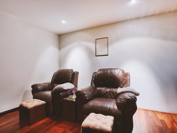 piękne wygodne fotele ze skórki